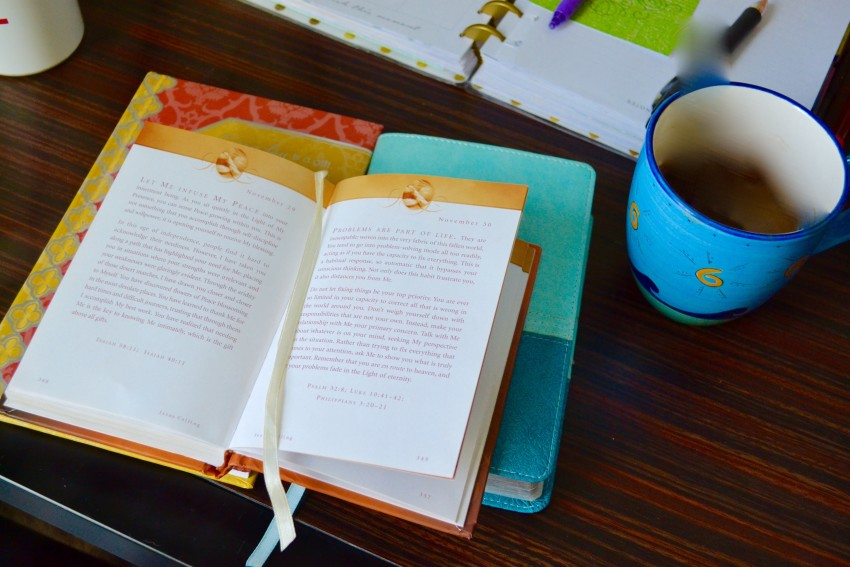 """How I Read My Bible, Journal, and Do My """"Quiet Time"""" Every Morning"""
